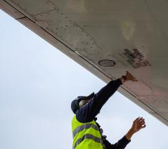 Técnicos de mantenimiento de aeronaves